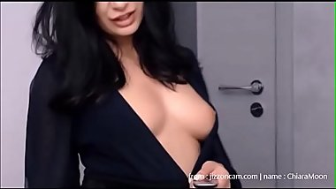 She flashes boobs like she&#039_s offline
