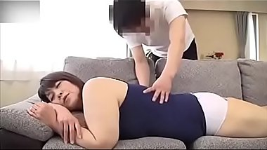 Yamaguchi Atsuko - Helping mother massage to make her orgasm, then mother helps son blowjob