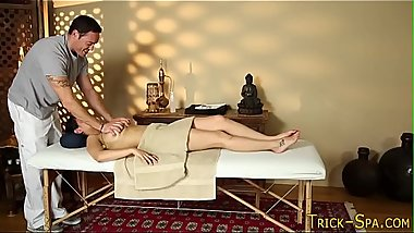Hot babe screwing masseur
