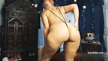 Sexual short haired MILF Saintly Nix presents amazing strip dance
