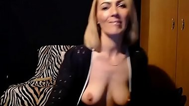 Cute Cougar Mommy Cam Show