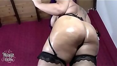 Phat ass white girl in glasses masturbating and playing with her pussy on webcam