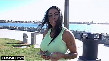 MILF Simone Garza&#039_s pussy is ready for a workout