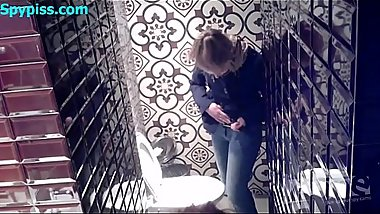 Spypiss.com - Spy cam in women'_s toilet 2177