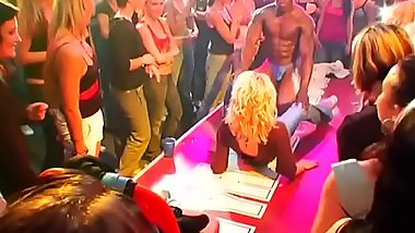 Plenty of blow job from blondes and massing group-sex at night club