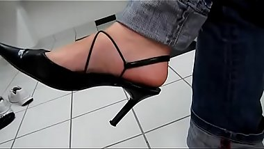Toe wiggling in Black Heels